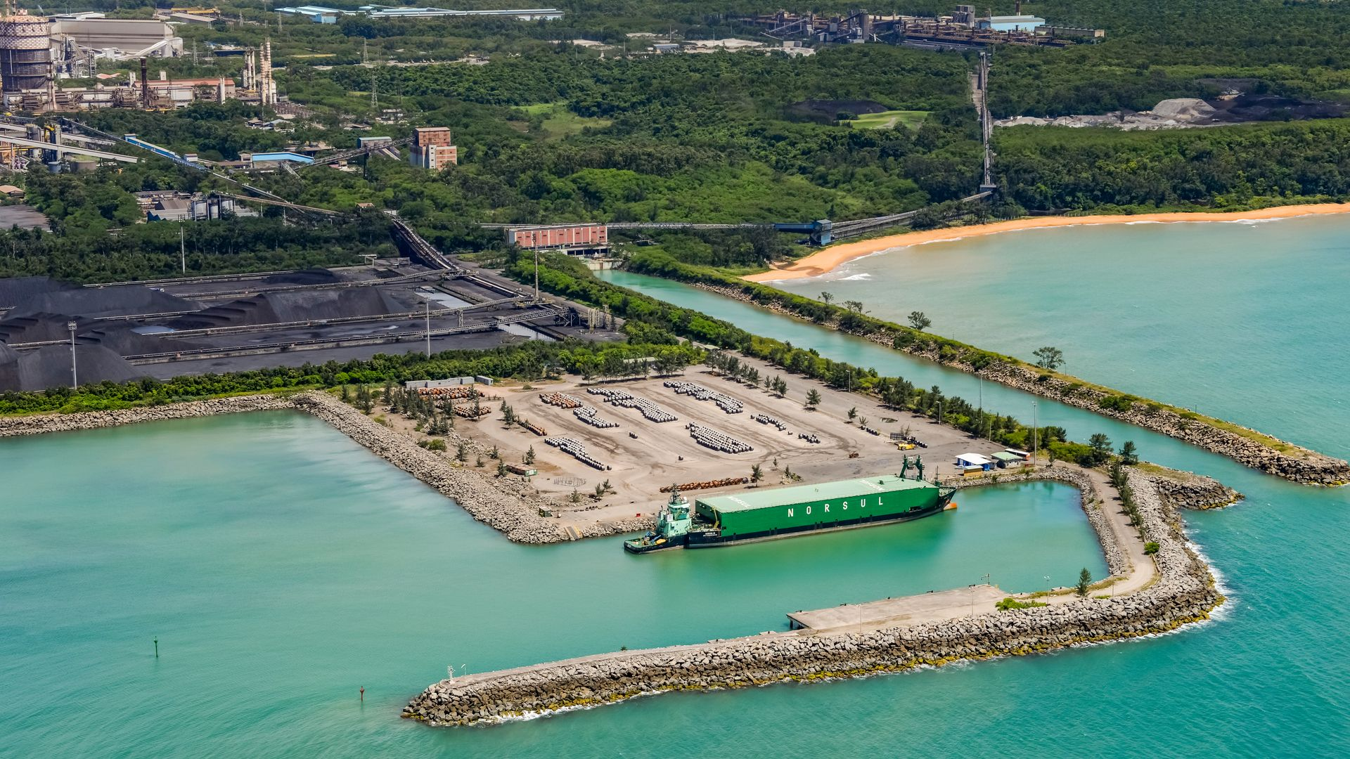 Terminal de Barcaças da ArcelorMittal Tubarão movimenta cerca de 600 mil toneladas de produtos siderúrgicos por ano
