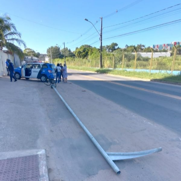 Poste de iluminação pública é furtado em Vitória. Crédito: Leitor A Gazeta