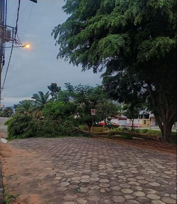 Chuva de forte e granizo atinge Venda Nova do Imigrante. Crédito: Luiz Henrique Silva