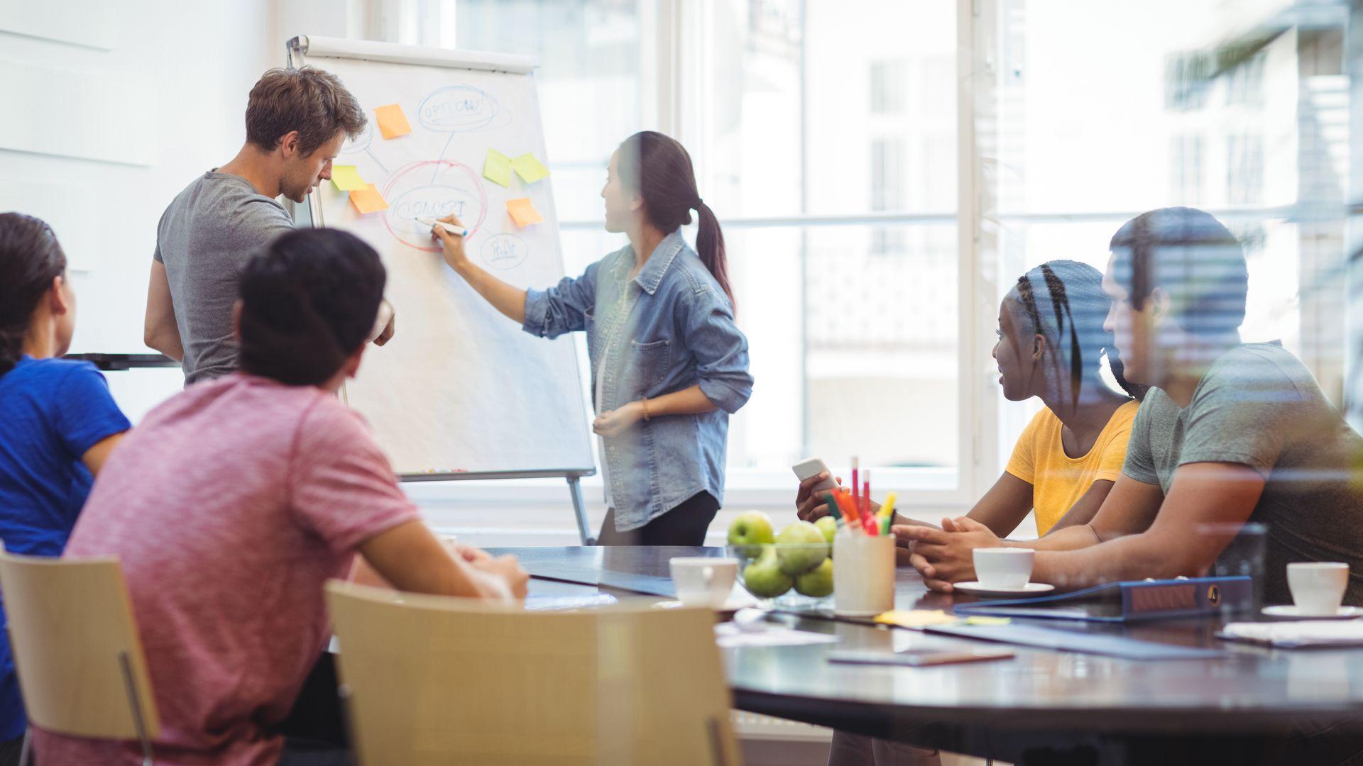 Empresas pretendem aumentar a quantidade de mulheres em seus quadros