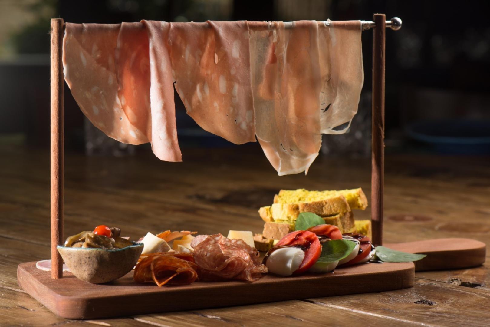 مجموعة مختارة من النقانق والمقبلات من مطعم دون ديو في بيدرا أزول
