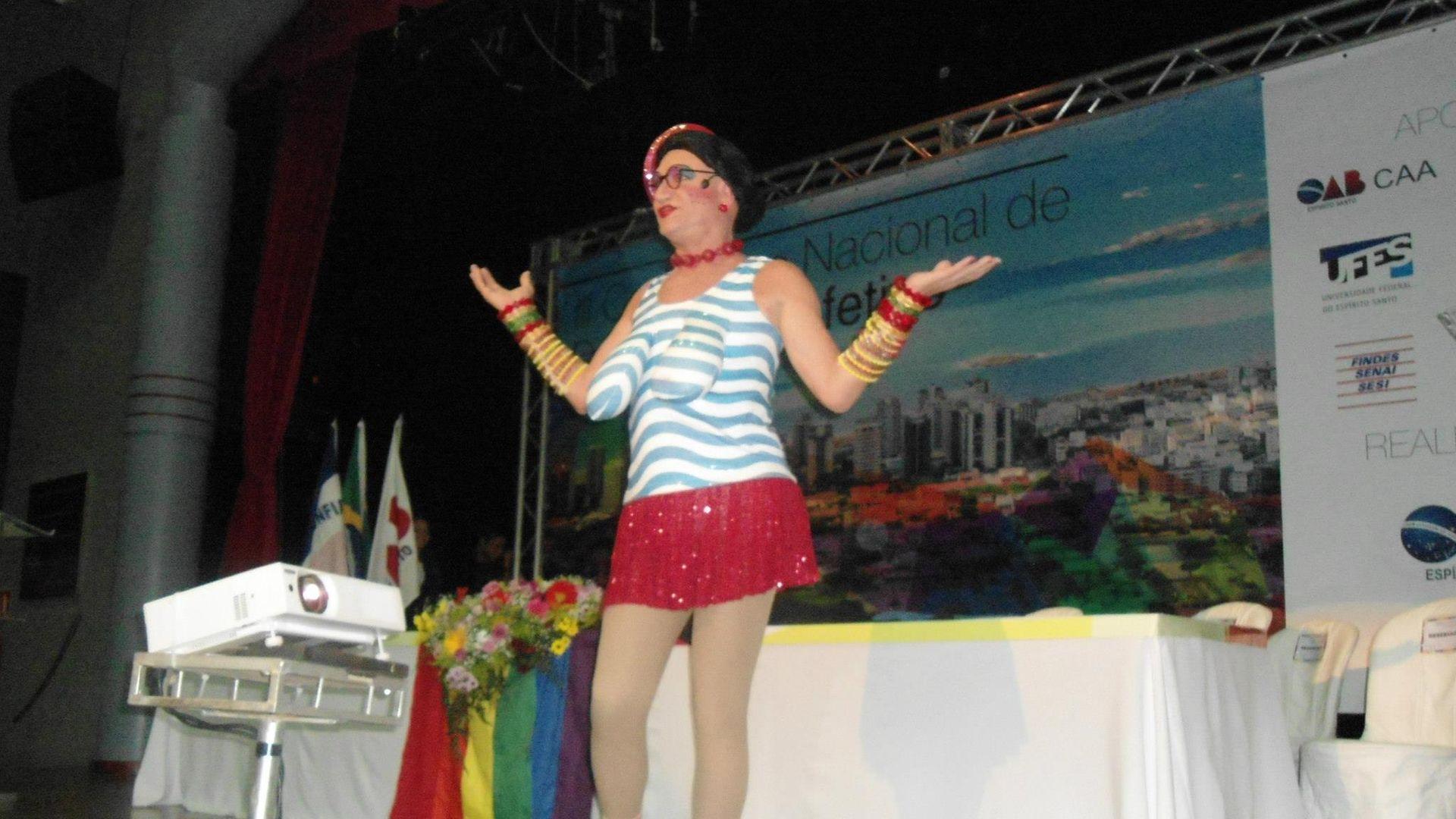 José Luiz Gobbi interpretou a solteirona Marly na peça 'Hello Creuzodete':