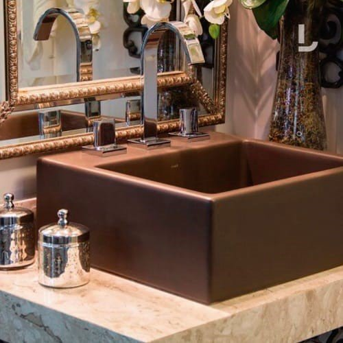 De acordo com o projeto, uma cuba marrom pode deixar o ambiente mais bonito e dar um toque especial à decoração.