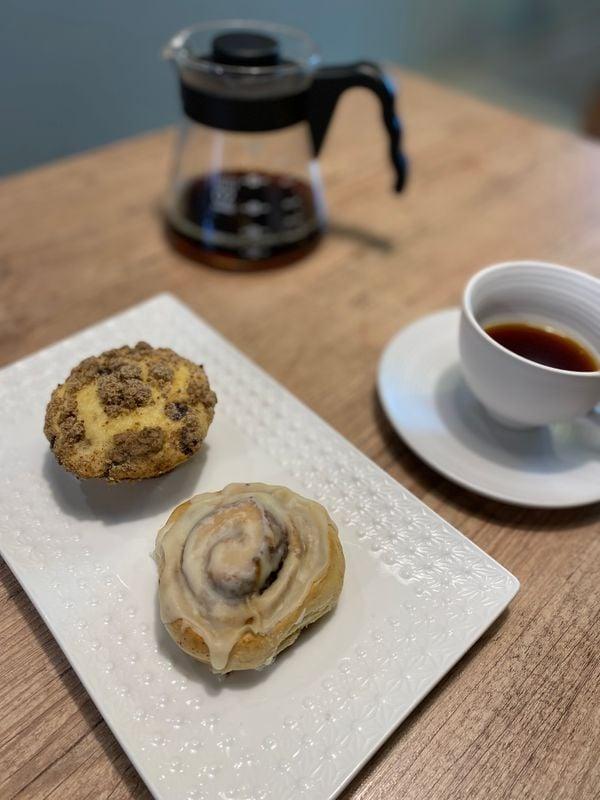 Caffè e involtini di caramelle al Café 43 Café di Santa Teresa