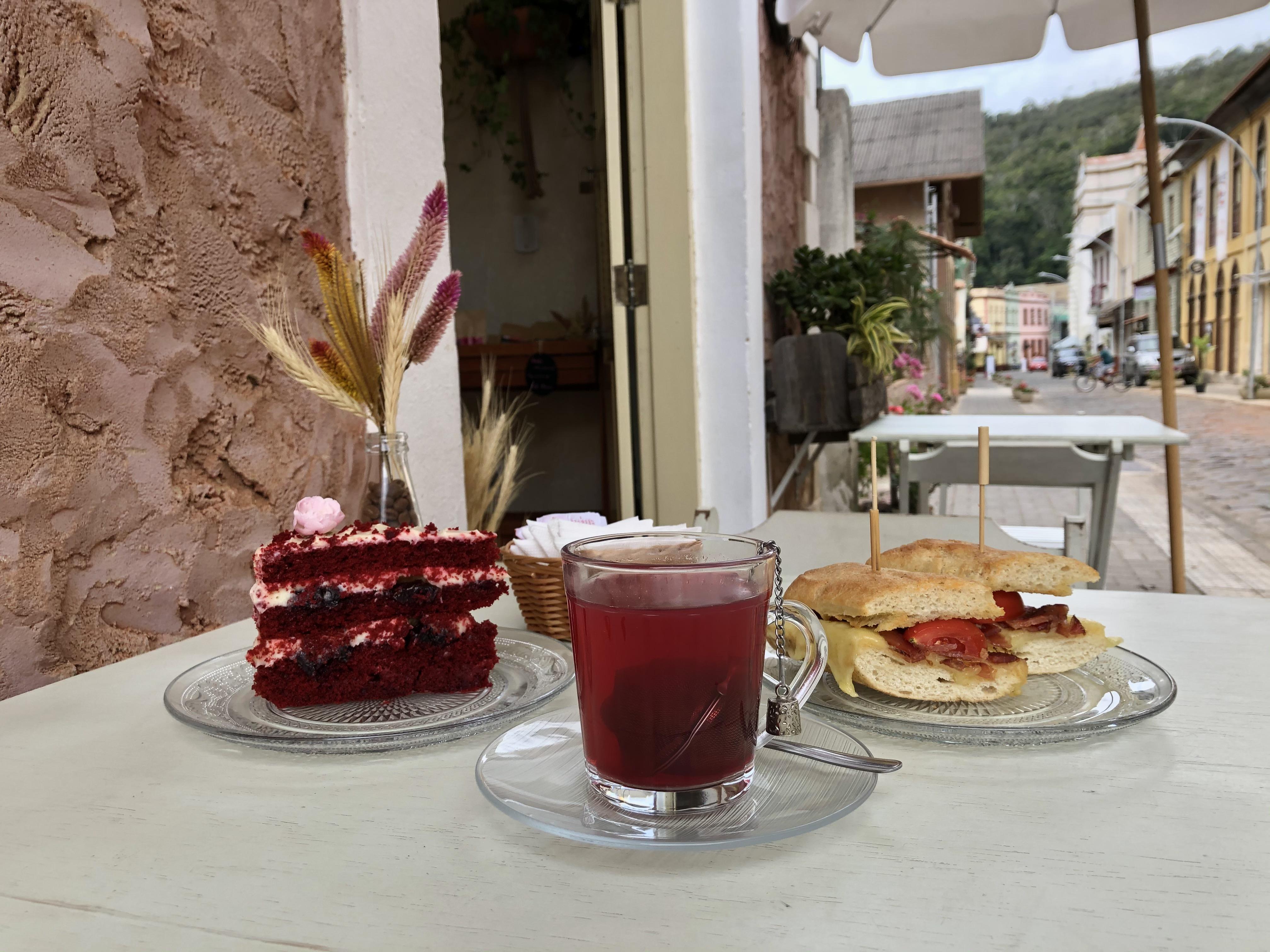 شاي وشطيرة وكعكة من Afago Chás e Cafés Especiais في سانتا تيريزا