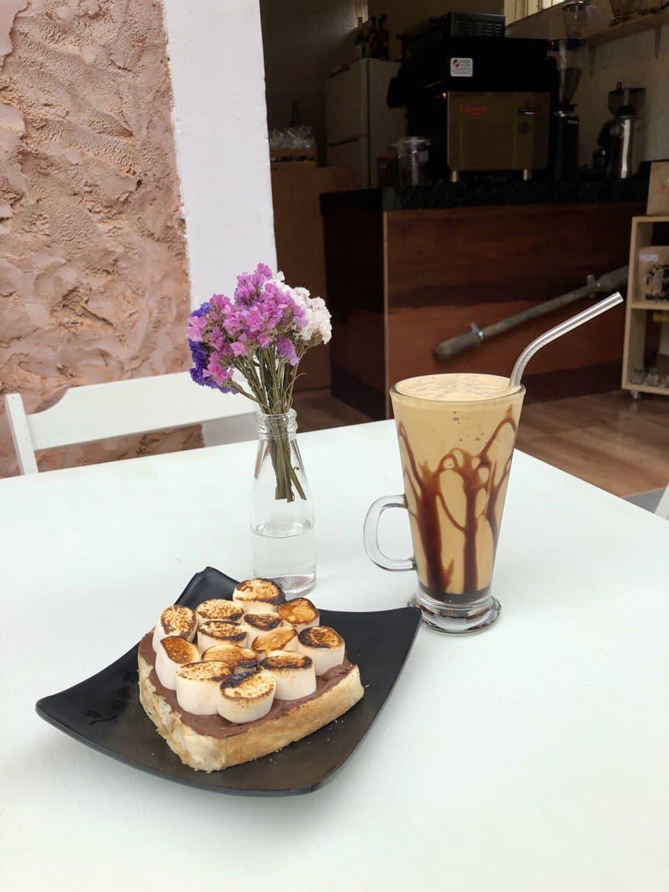 S'mores والقهوة المثلجة من Afago Teas and Special Coffees ، في سانتا تيريزا
