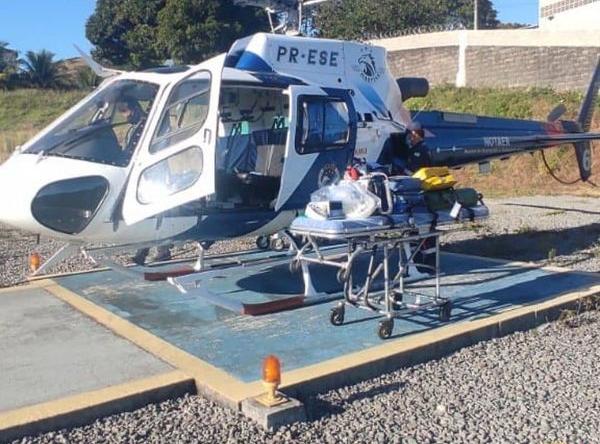 Motociclista de 24 anos precisou ser levado por helicóptero do Notaer para um hospital de Vitória. Crédito: Divulgação/ Notaer