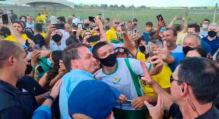 Bolsonaro chega a São Mateus para entrega de casas populares   A Gazeta