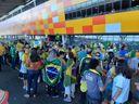 Apoiadores do Presidente Jair Bolsonaro aguardam no Aeroporto de Vitória