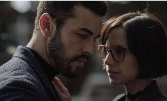 Os atores Mario Casas e Aura Garrido em cena da série 'O Inocente'
