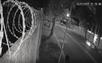 Uma câmera de videomonitoramento flagrou o momento em que Ferrari bate contra árvore após acidente em Vitória
