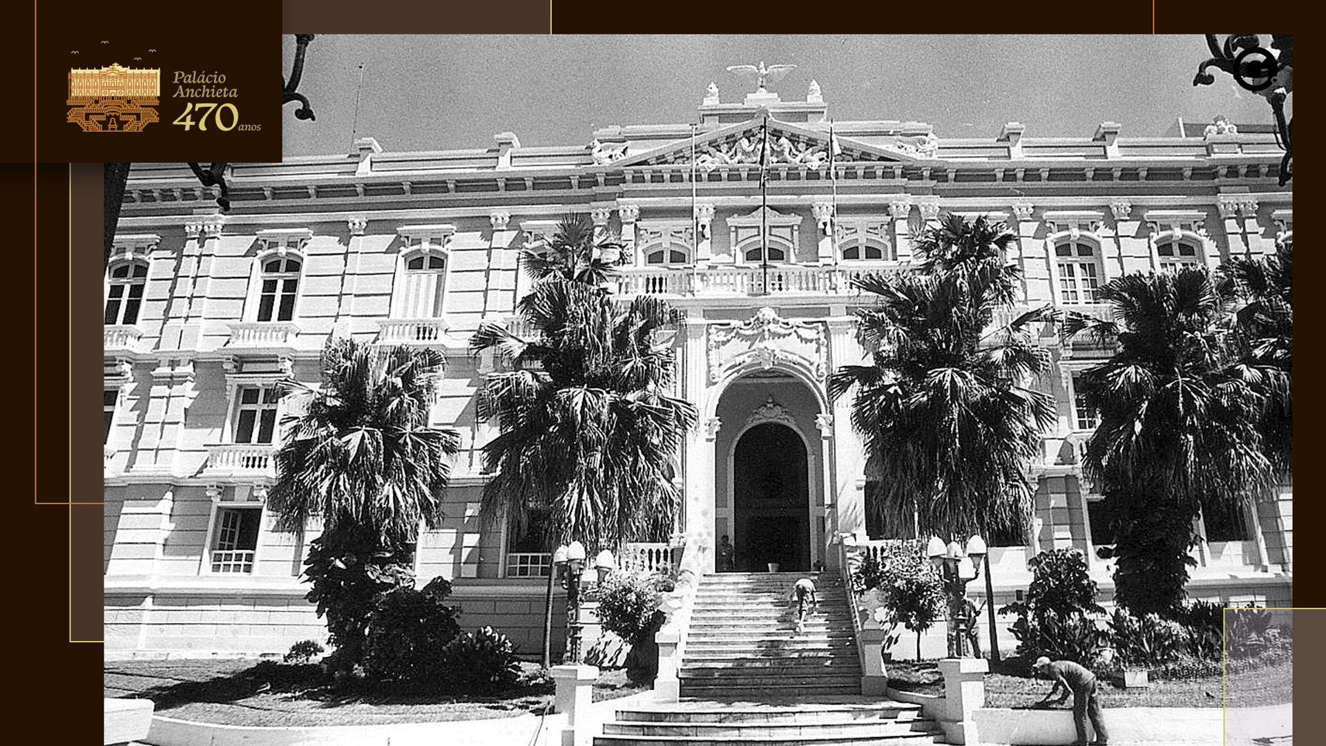 Fachada principal do Palácio Anchieta, em 1987
