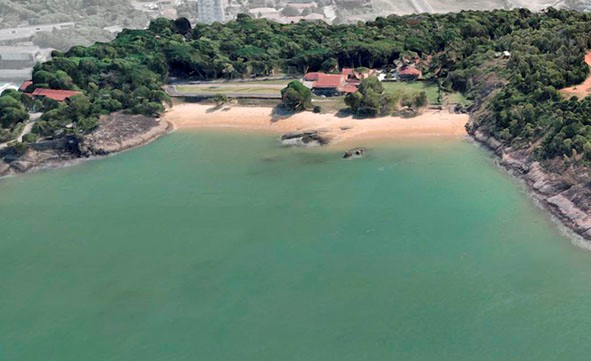 A praia privativa da residência oficial do governador do ES