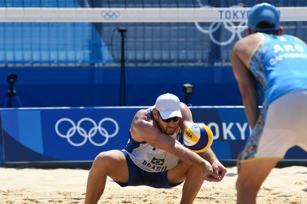 Alison e Álvaro Filho vencem na estreia das Olimpíadas de Tóquio nlmtgrk2yl