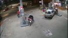 Motorista invade posto, bate em bomba e atropela frentista em Colatina