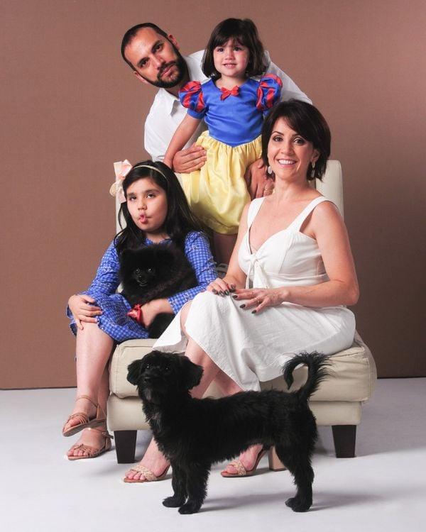 Família Borges com o cachorro Dom
