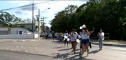 Família, vizinhos e amigos fizeram um protesto por mais notícias sobre as buscas de Patrick