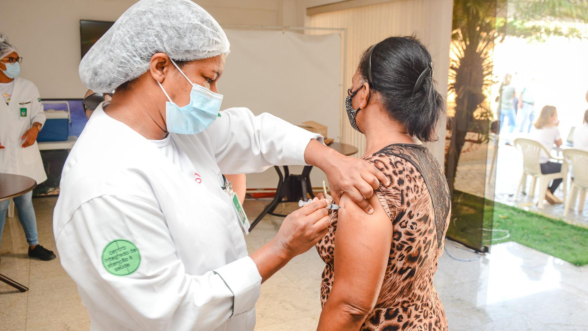 Vitória foi a capital da região Sudeste que mais rapidamente avançou na vacinação por faixas etárias sem comorbidades.