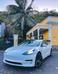 Tesla Model 3 tem visual minimalista e luxuoso, com acabamento refinado e clean. Crédito: Ueliton Santos/ Divulgação