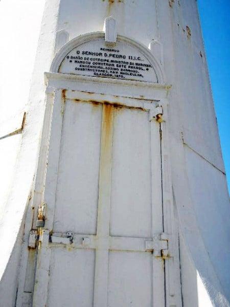 Porta que dá acesso ao interior do Farol de Santa Luzia, entrada exclusiva para pessoas autorizadas