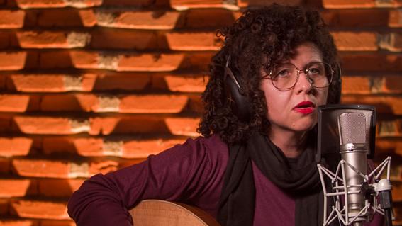 Indicada ao Grammy Latino, Roberta Campos participou do projeto