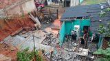Desabamento de muro desaloja 15 pessoas em Guarapari