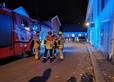 Bombeiros vasculham área isolada em Kongsberg, Noruega, após ataque nesta quarta (13) por um assassino que usou arco e flecha