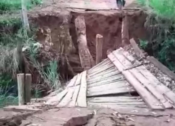 Ponte cede e moradores do interior de Ibatiba ficam isolados. Crédito: Reprodução/ Vídeo de Charles de Oliveira