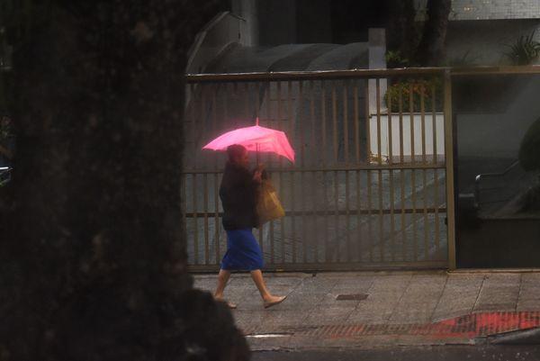 Tempo chuvoso em Vitória nesta quarta-feira (20) nefftwvvmy