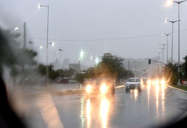 Tempo chuvoso em Vitória nesta quarta-feira (20) pndlu22znh