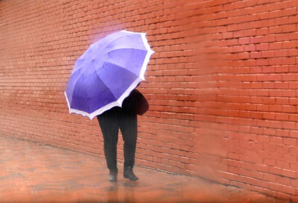 Guarda-chuva virou aliado dos capixabas nesta quarta-feira (20) o4qybjn5e