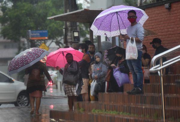 Guarda-chuva precisou sair de casa junto com os capixabasnesta quarta-feira (20) ibgqkri8q3