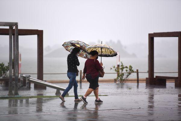 Guarda-chuva precisou sair de casa junto com os capixabasnesta quarta-feira (20) lm0hm7q1gk