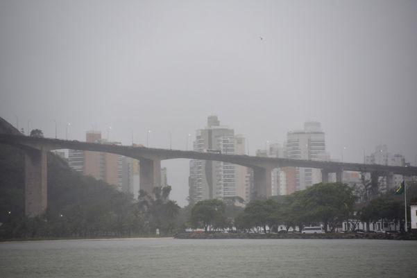 Tempo chuvoso em Vitória nesta quarta-feira (20) y25o3u